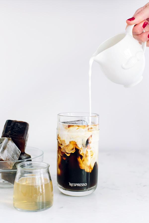 1-slatko-ledeno-kafe-so-sirup-od-karamela-kafepauza.mk