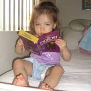 """""""Што ме гледате така, добра книга е!"""""""