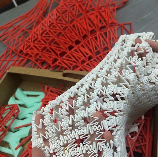4-ovaa-studentka-napravila-cela-kolekcija-koristejki-samo-3d-printer-kafepauza.mk