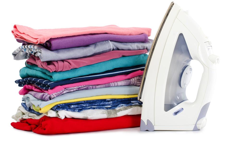 5 алтернативни начини да ја испеглате облеката без употреба на пегла