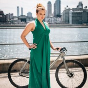 Секако дека смеете да бидете гламурозна дива на велосипед