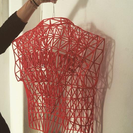 9-ovaa-studentka-napravila-cela-kolekcija-koristejki-samo-3d-printer-kafepauza.mk