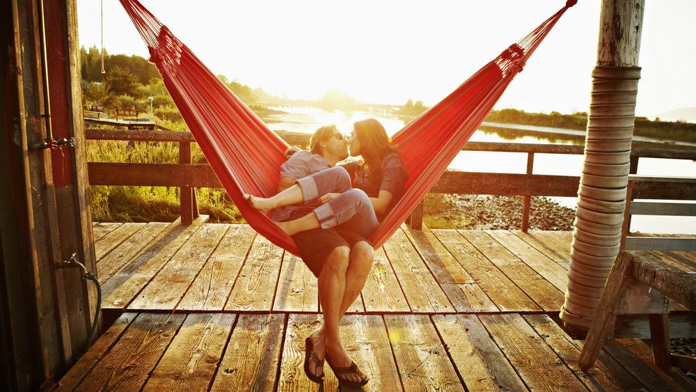 Формула за вечна љубов: Што ги карактеризира среќните парови во долготрајните врски?