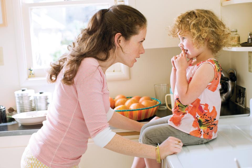 """10 фамозни нешта со кои мајките постојано нè """"мачеле"""" (од љубов) кога сме биле деца"""