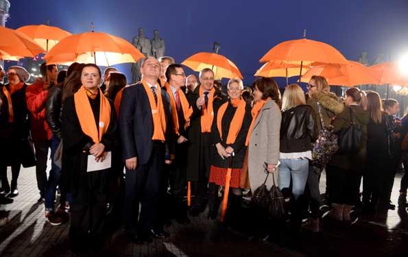3-stavi-tochka-kameniot-most-zasveti-vo-portokalovo-vo-poddrshka-na-kampanjata-protiv-nasilstvoto-vrz-zhenite-kafepauza.mk