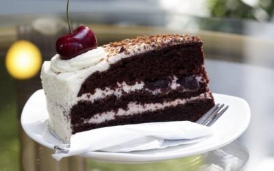 Лажна Schwarzwald торта за која не треба печење!