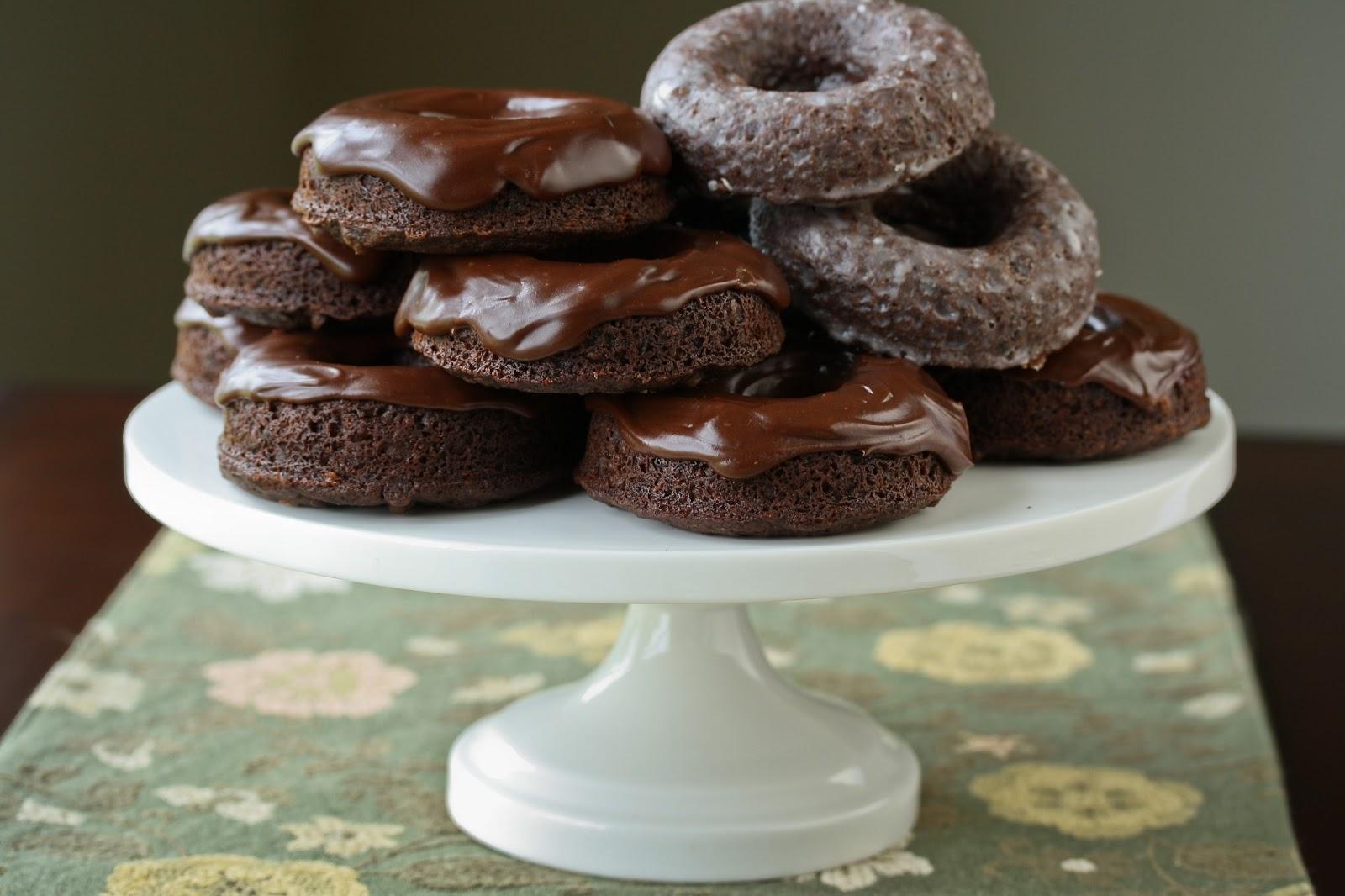 Крофни со чоколаден прелив