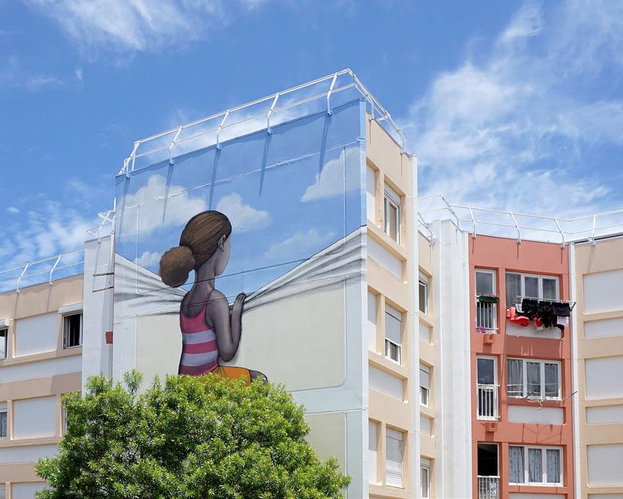 Уличен артист ги трансформира старите згради низ светот во уметност