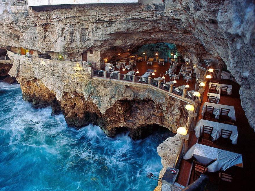 Вечерајте со неверојатен поглед ресторанот изграден во внатрешноста на оваа пештера!