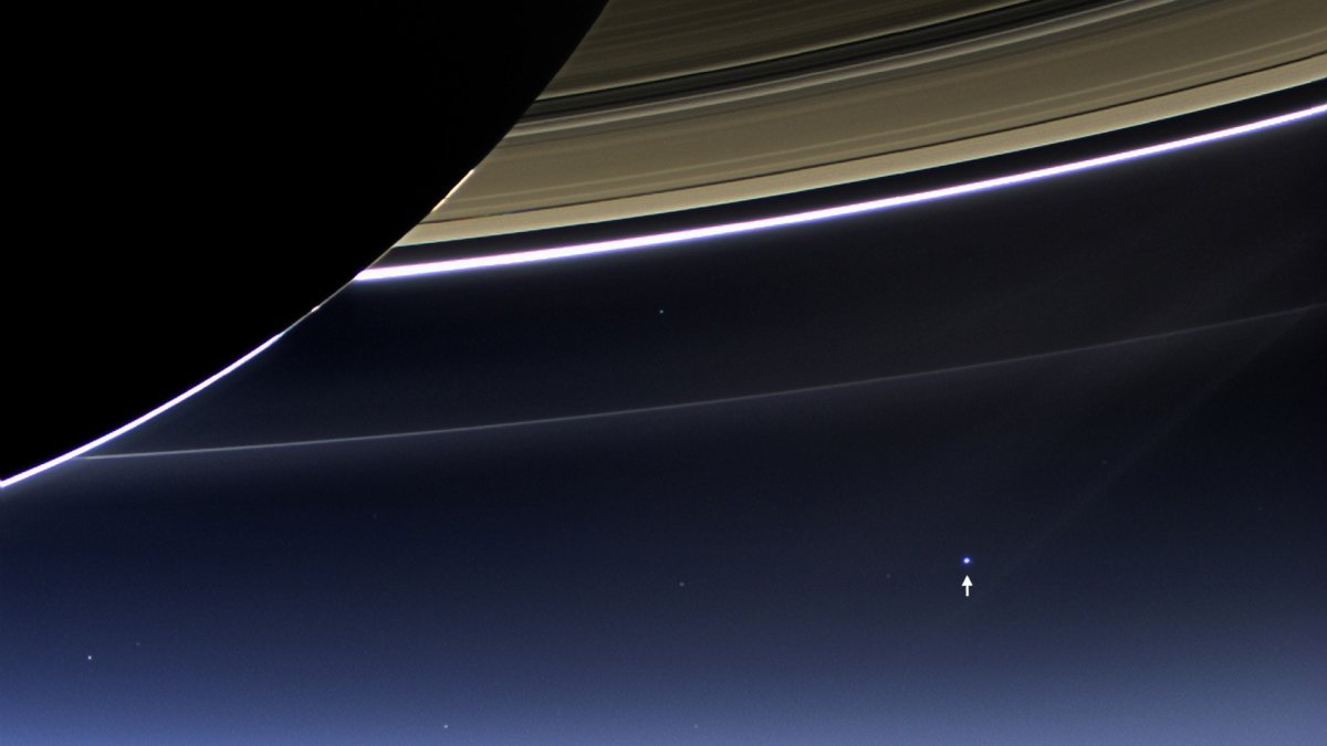 Земјата гледана од 1 450 000 000 километри далечина