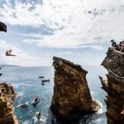 Пријавете се на натпреварувањето во скок од карпи во Португалија, организирано од страна на Ред Бук и скокајте од 27 метри височина