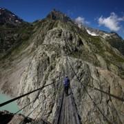 Пројдете преку најдолгиот висечки мост на швајцарските Алпи, на висина од 100 метри и должина од 170 метри