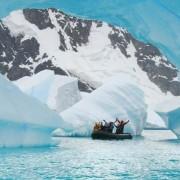 Истражете ги со чамец мистериозните длабочини кои се наоѓаат јужно од Антарктик