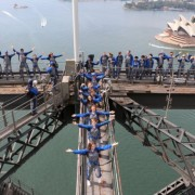 Искачете се на мостот Харбор и уживајте во прекрасниот поглед на Сиднеј