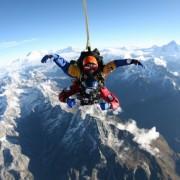 """Скокнете од авион и """"паѓајте"""" 9.000 метри над Монт Еверест"""