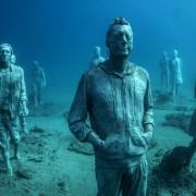 Надреалистички човечки скулптури во првиот подводен музеј во Европа