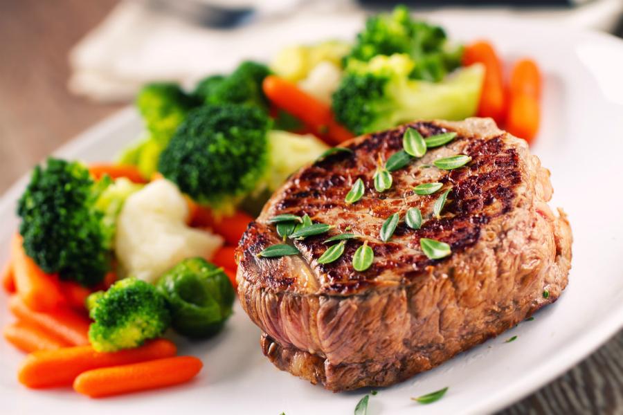 Што ќе се случи ако го исфрлите месото и месните производи од исхраната?