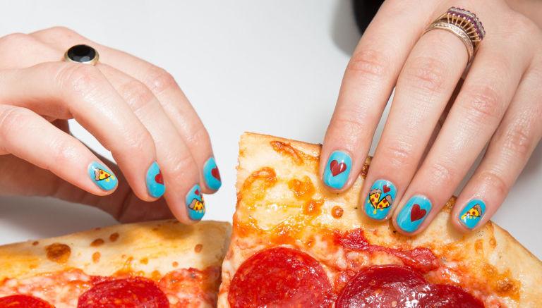 (1) Бидете креативни за Денот на вљубените: Забавен маникир за девојките кои се љубители на пица