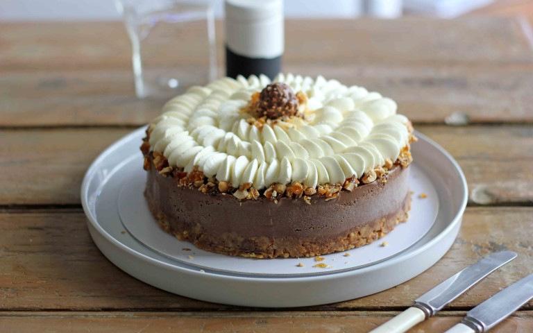 (1) Торта од кафе, чоколадо и лешници: Совршена за најубавите моменти во вашиот живот