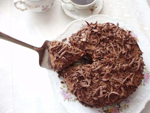Вкусен десерт кој се топи во устата: Црна торта од чоколадо