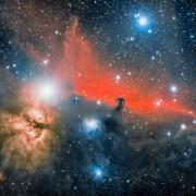 Темниот објект на средината од црвената маглина е уште една маглина и поради формата, таа е наречена Коњска глава