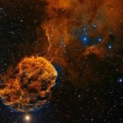 Маглината Медуза во соѕвездието Близнаци e остаток од галактичка супернова, ѕвезда која се верува дека експлодирала пред околу 30.000 години