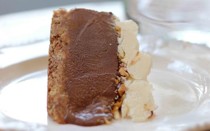 (3) Торта од кафе, чоколадо и лешници: Совршена за најубавите моменти во вашиот живот