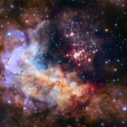Кластерот од ѕвезди Вестерлунд 2 се наоѓа во соѕвездието Карина, оддалечено 20.000 светлосни години од Земјата и содржи 3.000 ѕвезди