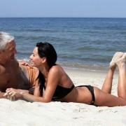 8 причини зошто не е добра идеја да сте во врска со маж кој е многу постар од вас