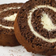 Брз и едноставен колач за сите пригоди: Ролат од бисквити со кафе