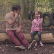 Овој дечко добива неверојатно брилијантни љубовни совети од мали дечиња