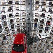 Високо технолошки паркинг во фабриката на Фолксваген, Волфсбург