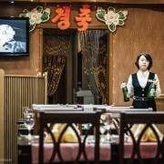 Групата не можела да се социјализира со локалното население, па дури и келнерките биле исплашени од нив