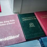 Некои од сувенирите кои можете да ги купите во Северна Кореја