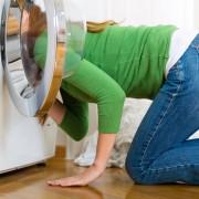 Науката открива: Каде завршуваат изгубените чорапи?