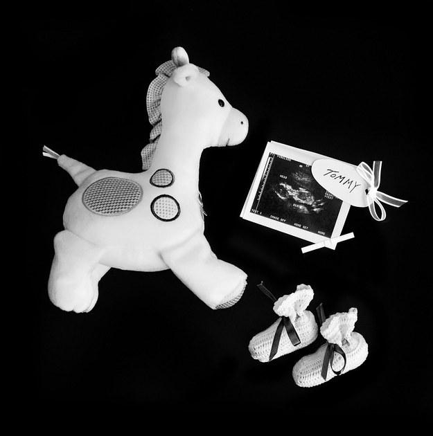 (3) Трогателна серија фотографии го портретира скршеното срце зад спонтаниот абортус