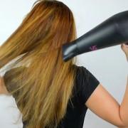 Што пропуштате да направите кога ја сушите косата со фен?