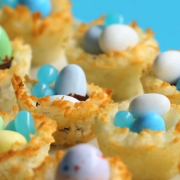 Велигденска еуфорија: Вкусни гнезда од кокос