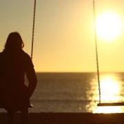 Времето не ги лечи раните, но нѐ учи како да преживееме