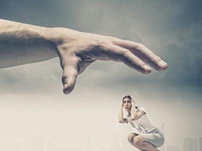 10 знаци дека партнерот ве манипулира во љубовната врска