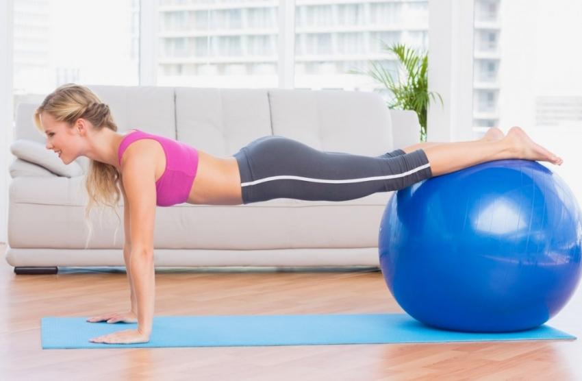 Подгответе се за летото: Вежба без движење која го обликува телото за 28 дена