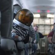 Оваа авиокомпанија го постигнала невозможното: Тие натерале патници да сакаат бебиња што плачат