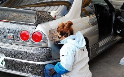 Талентирана уметница го претворила автомобилот на нејзиниот сопруг во вистинско ремек дело со помош на перманентен маркер