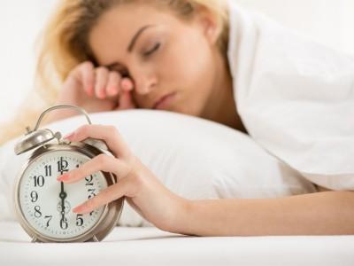 Зошто мразиме да се будиме рано наутро?
