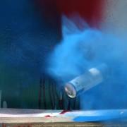Експлозија на спрејови со боја, во забавена снимка!