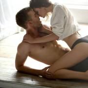 Момците откриваат: 8 нешта кои девојките треба (повеќе) да ги прават во креветот