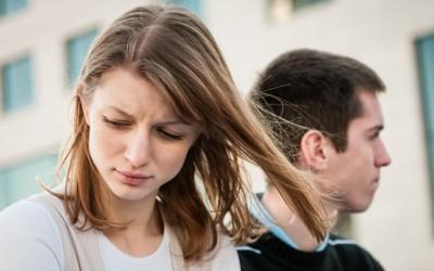 Како да препознаете дали тој е се уште вљубен во неговата поранешна девојка?