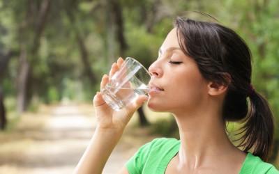 Метод по кој полуде целиот свет: Пијте вода секој ден веднаш штом се разбудите