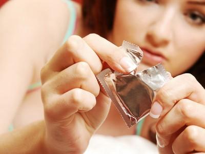 Момците откриваат што мислат за девојките кои со себе носат презервативи