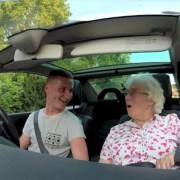 (1) Неверојатно роденденско изненадување за баба Ајрис: Секој би посакал вакво семејство
